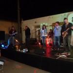 Groupe musical dans la nuit